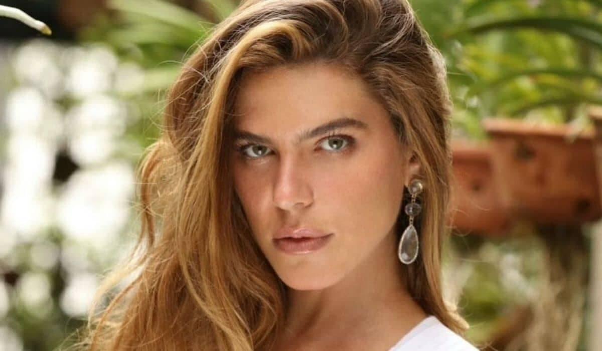 'Tá na minha cara, não na sua', diz Mari Goldfarb sobre críticas por sua sobrancelha