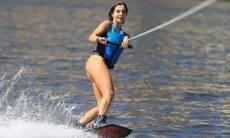 Giovanna Lancellotti posa praticando wakeboard: 'começar a semana bem'