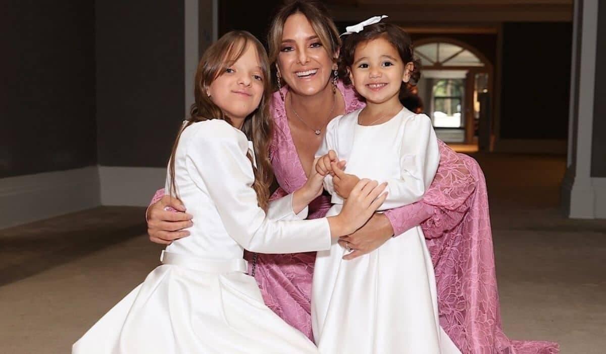 Ticiane Pinheiro posa com as filhas no casamento da irmã: 'princesas'