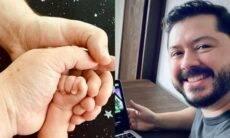 Youtuber Atila Iamarino anuncia o nascimento do seu primeiro filho