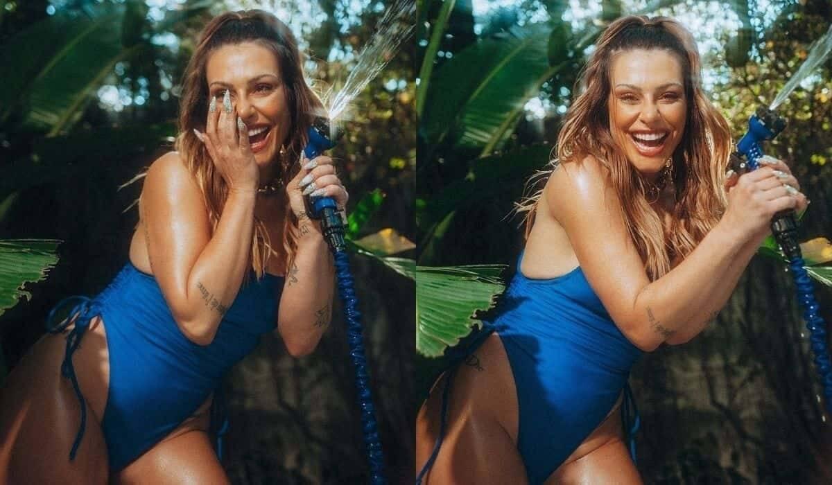 Cleo posa de maiô tomando banho de mangueira: 'diversão ao sol'