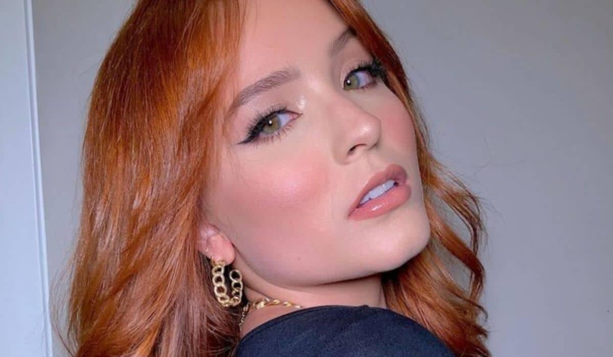 Larissa Manoela posta clique e encanta os fãs: 'absurdo de bonita'