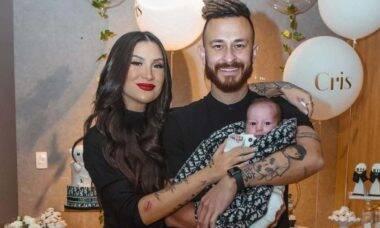 Bianca Andrade e Fred celebram um mês de vida do filho, Cris
