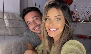 """Ivy Moraes se declara para o namorado: """"Você é o meu amor"""""""