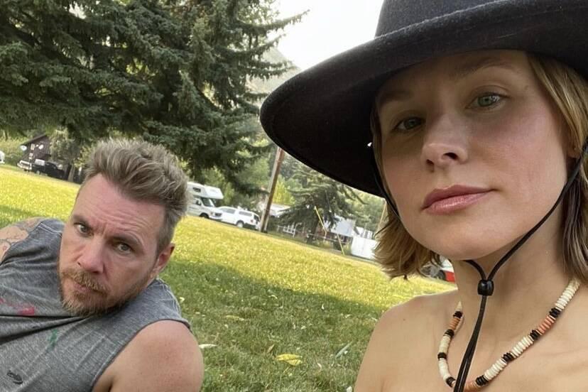 """Kristen Bell e o marido revelam que não tomam banho com frequência: """"Eu espero pelo fedor"""""""