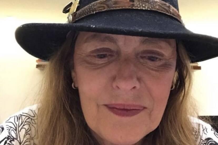 """Maria Zilda afirma que não saiu de casa na pandemia: """"Sou paranoica"""""""