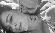Diogo Nogueira dá mordidinha no pescoço de Paolla Oliveira em clique romântico