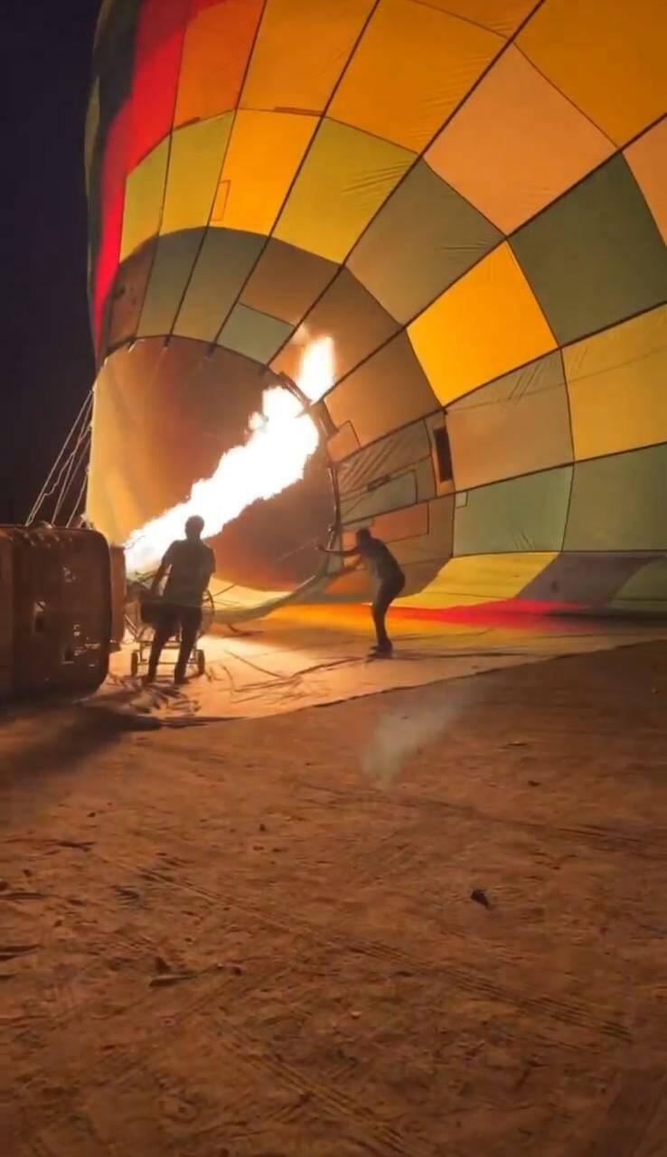 Giovanna Lancellotti e namorado curtem passeio de balão no Egito (Foto: Reprodução/Instagram)