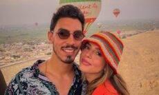 Giovanna Lancellotti e namorado curtem passeio de balão no Egito