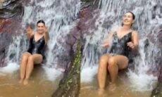 Fátima Bernardes curte banho de cachoeira: 'recarregando as energias'