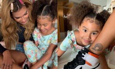 Pocah faz tatuagem em homenagem a filha: 'à ela e ao amor que temos'