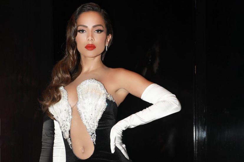 "Anitta manda recado para fãs no VMA 2021: ""Se vacinem"""