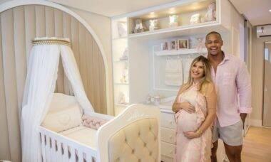 Na reta final da gravidez, Lore Improta e Léo Santana mostram quartinho da filha