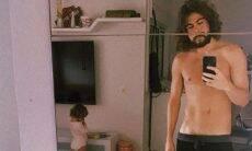 "Rafael Vitti posa sem camisa e indaga: ""É biscoito ou bolacha?"""