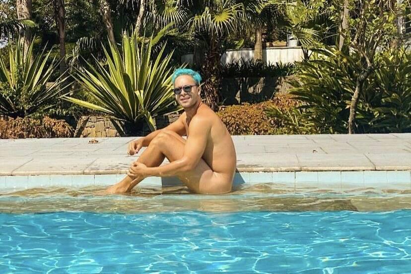 """Rainer Cadete posa nu em piscina e ganha elogios: """"Parece uma pintura"""""""