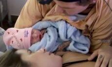 """Shantal posta vídeo do parto da filha: """"Experiência mais intensa que já vivi"""""""