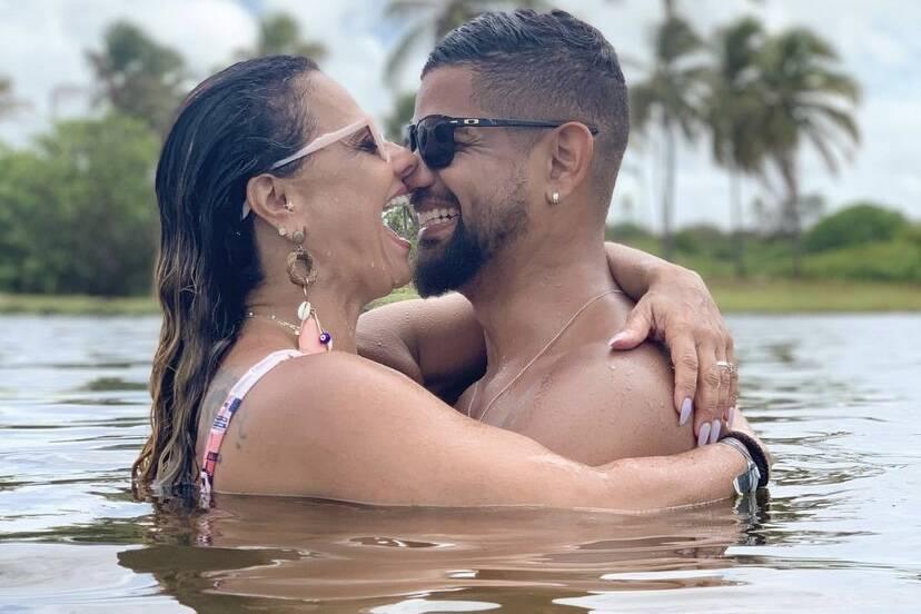 """Viviane Araújo se declara para o amado no dia do casamento: """"Dia de celebrarmos o nosso amor"""""""